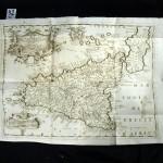 42. [CORONELLI (Vincenzo Maria]. REGNO DI NAPOLI – REGNO DI SICILIA E MALTA. Recueil factice de vues et cartes dépliantes (vers 1680). In-4° oblong, basane (reliure de l'époque). Rare recueil divisé en 2 parties provenant de l'atlas Isolario de Coronelli, géographe italien. La première partie intitulé Regno di Napoli comprend 55 planches gravées de vues de Naples et des environs, et 7 grandes cartes dépliantes. La seconde intitulée Regno di Sicilia e Malta comprend 16 vues de Sicile et une grande carte dépliante ; 5 planches (blasons, vues, plan de Malte) et une grande carte dépliante de Malte. Au total 9 grandes cartes et 76 planches finement gravées. Reliure en mauvais état, les cartes et vues sont bien conservées. 2000/3000